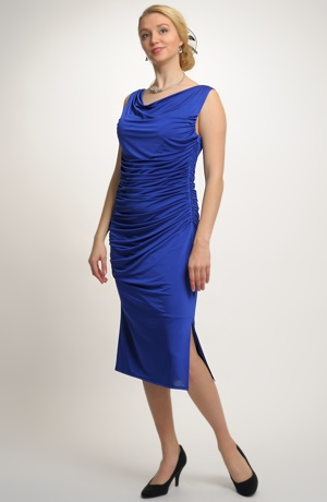 Společenské šaty se sklady