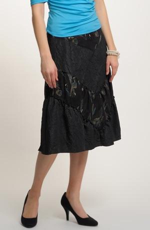 Černá sukně s výšivkou