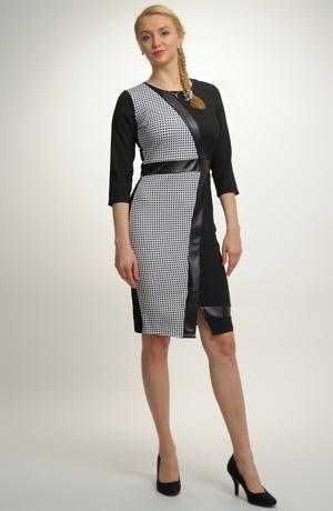 Elastické pouzdrové šaty s asymetrickým barevným řešením