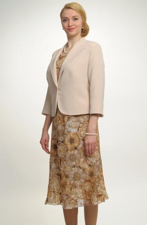 Kabátek v netradiční moderní fazóně