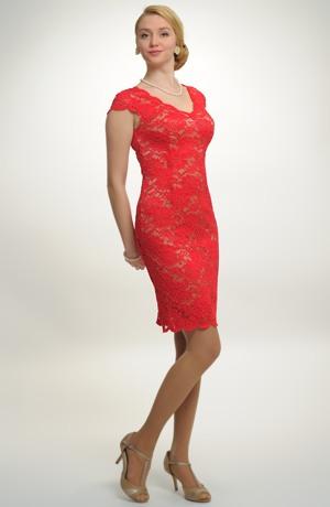 Dámské červené koktejlové šaty, krajkové koktejlky