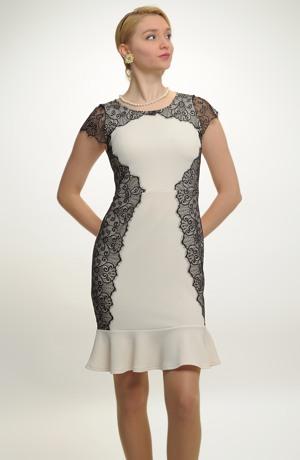 Pouzdrové šaty zdobené krajkou