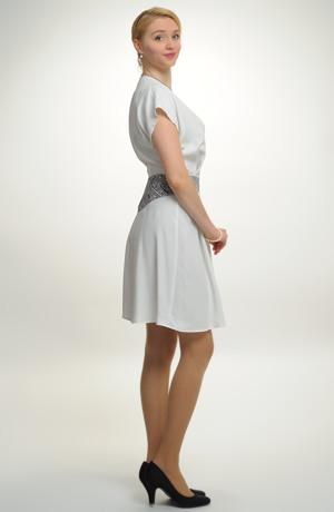 Elegantní zavinovací šaty v délce nad kolena