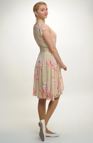 Šifonové krátké šaty s rukávky a rozevlátou sukní