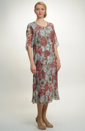 Společenské šaty pro plnoštíhlé postavy vhodné i na svatbu.