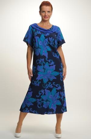 Společenské šaty i pro velkou velikost