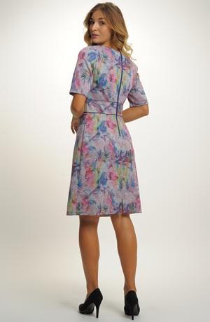 Pleteninové krátké šaty