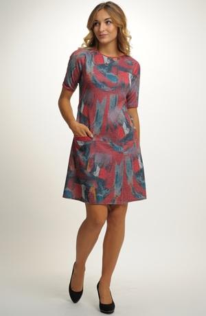 Pleteninové šaty do práce