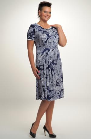 Společenskéí šaty s řasením na boku