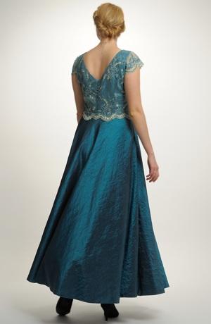 Luxusní plesové šaty s kolovou sukní na stužkovací ples