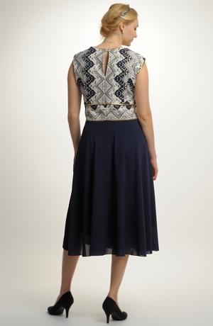Krátké plesové šaty s elegantní kolovou sukýnku