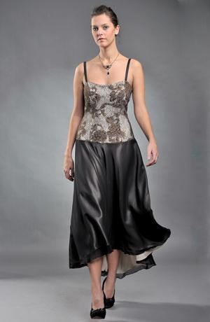 Ramínkové šaty s krajkovým živůtkem a kolovou sukní