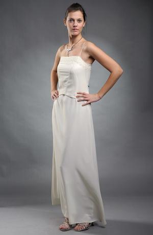 Svatební šaty s žívůtkem na tenká ramínka zdobené krajkou
