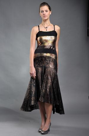 Společenské šaty jsou vhodné pro štíhlé postavy,šaty zdobí efektní zlaté pruhy. Šijeme na míru ve vel. 38, 40