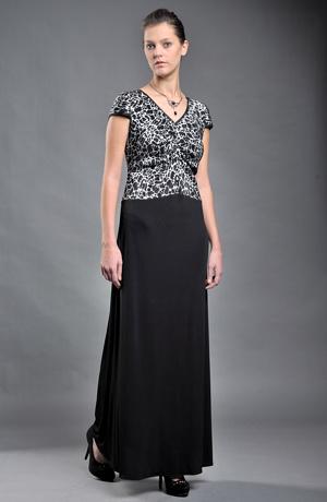 Plesové šaty s řasení na předním díle vhodné pro větší velikosti