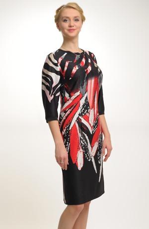Šaty z plastické pleteniny