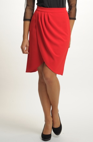 Červená společenská sukně