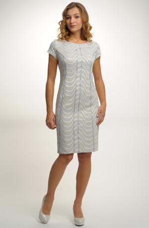 Společenské šaty v módním žakárovém vzoru