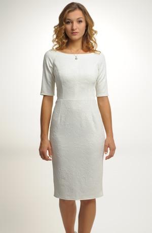 Dívčí šaty na svatbu