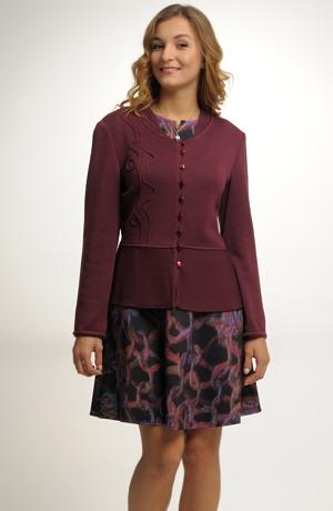 Elegantní pletený svetřík zdobený našívanou aplikací