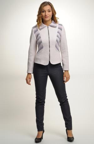 Pletený kabátek z bouclé se zapínáním na zip