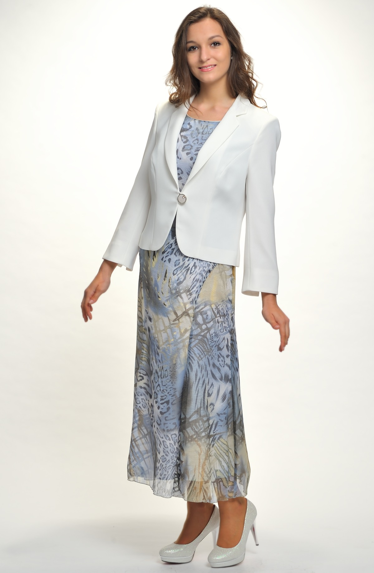 Nadčasový outfit tvoří kombinace topu a sukně