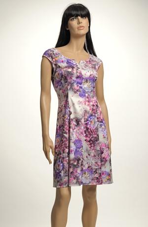 Dámské letní šaty s květy