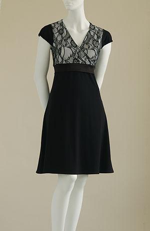 Šaty do sedýlka s krajkou s elastickým pruhem pod prsama a černými rukávky s pufničkami