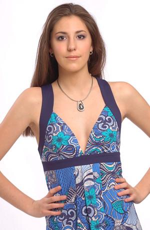 Modrobílé dámské dlouhé letní šaty křížovými ramínky.