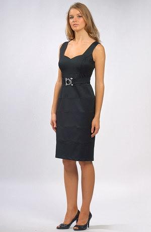 Pouzdrové společenské šaty vhodné pro větší velikosti.