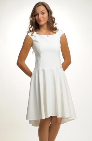 Dívčí šaty na svatbu i do tanečních.