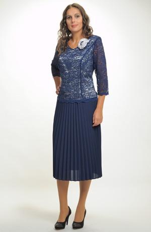 Luxusní společenské šaty s krajkou pro plnoštíhlé postavy