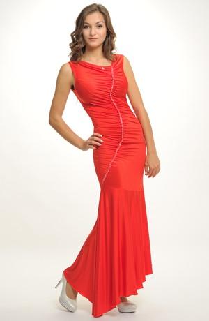 Dlouhé elegantní plesové šaty