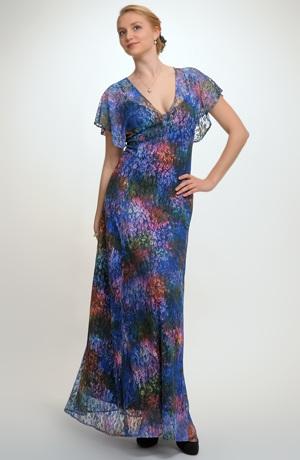 Plesové dlouhé dámské šaty z luxusní krajky vhodné i svatbu