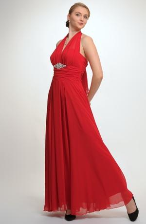 Dlouhé plesovky ze šifónu s bohatou nabíranou sukní.