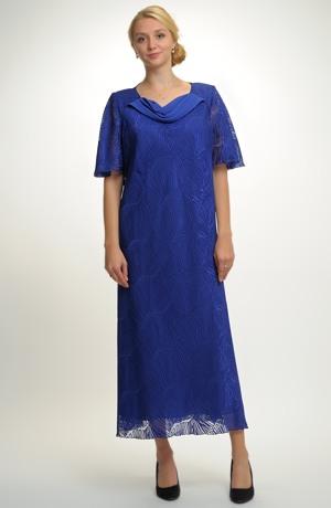 Elegantní plesové šaty pro moletky