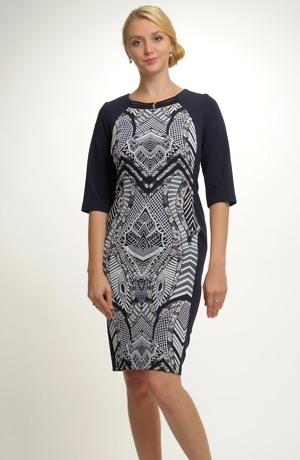 Pouzdrové šaty s děleným střihem s ozdobenou vsadkou. Vel. 42, 44, 46, 48, 50
