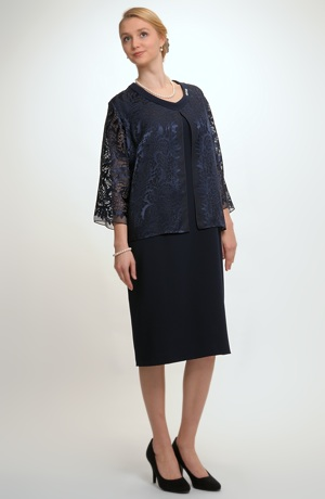 Pouzdrové šaty v módní modré barvě
