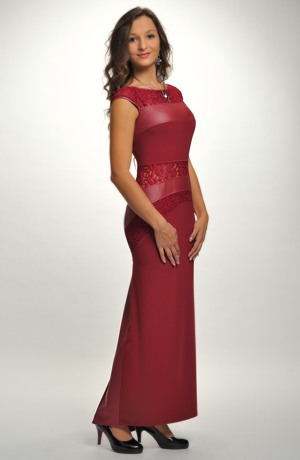 Velmi elegantní šaty zdobené krajkou a koženkou na maturitní ples