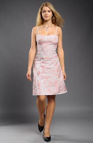 Krátké pastelové šaty na ramínka s pruhy v pase.