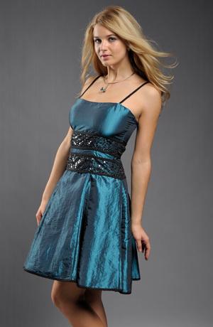 Krátké elegantní šaty z krešovaného taftu vhodné na ples i do tanečních. Velikosti 38 a 40