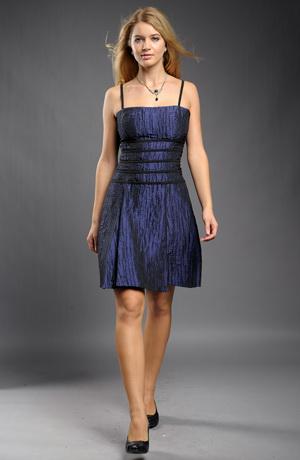 Modré šaty vhodné do tanečních