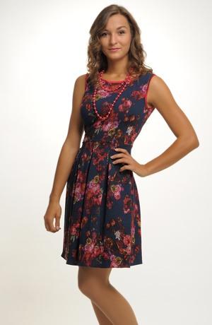 Květované společenské šaty z luxusního žakárového materiálu