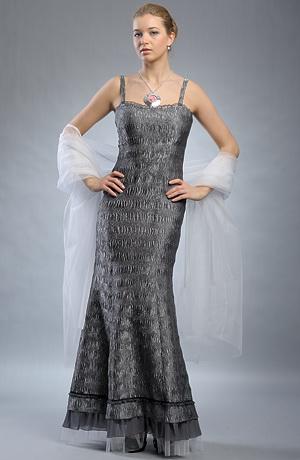 Dlouhé stříbrné plesové společenské šaty z krešovaného materiálu. Velikosti 36 a 38