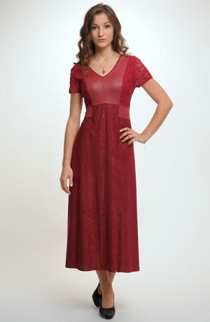 Společenské šaty v módní vínové barvě