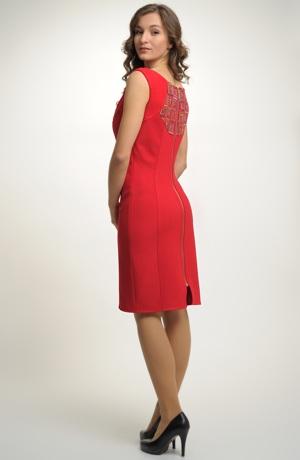 Červená šatová sukně se zipem