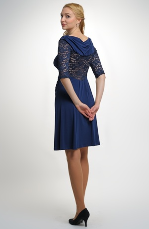 Dámské společenské šaty v modré barvě s krajkou