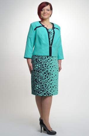 Šatový kostým s krátkým sakem v modro mentolové barvě