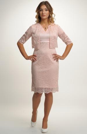 Krajkové šaty v pouzdrovém střihu