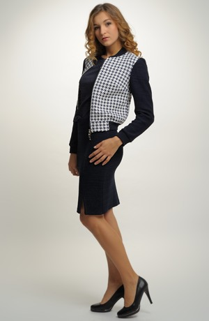 Dámský pletený kostým se sukní v modré barvě a bundou bomber